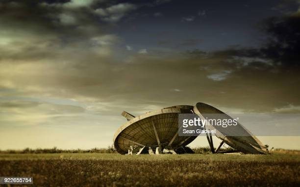 military radar dishes - cold war stock pictures, royalty-free photos & images