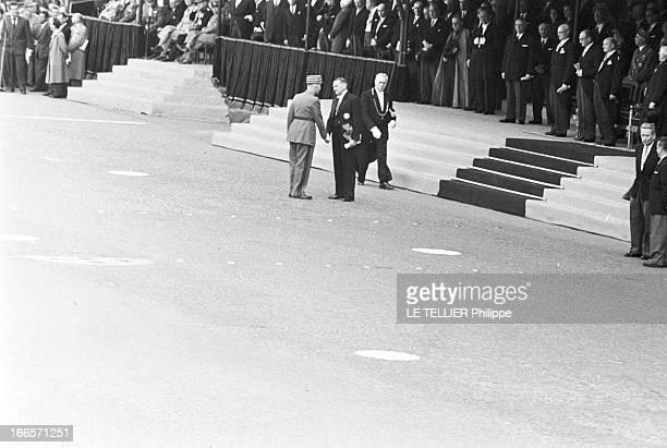 Military Review Of July 14Th Paris le 14 juillet 1956 le défilé sur les Champs Elysées Le président de la république française René COTY serre la...