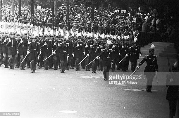 Military Review Of July 14Th Paris le 14 juillet 1956 le défilé sur les Champs Elysées Les militaires présentent leurs armes
