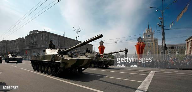 military tanks in victory day parade - russische kultur stock-fotos und bilder