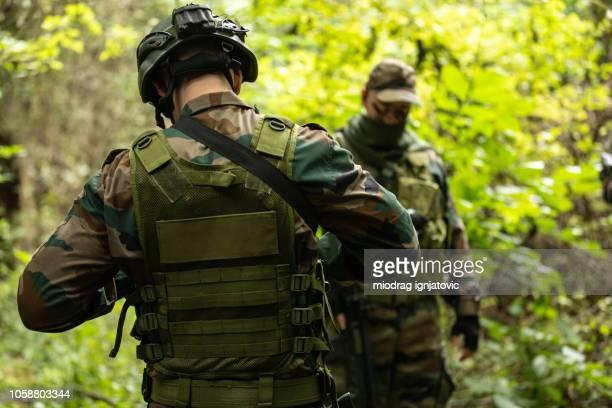 自然の中の運動の軍事ユニット