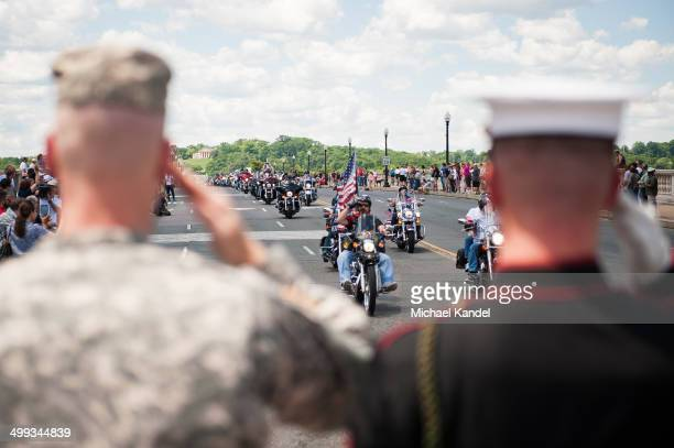CONTENT] Military veterans exchange salutes with Rolling Thunder riders
