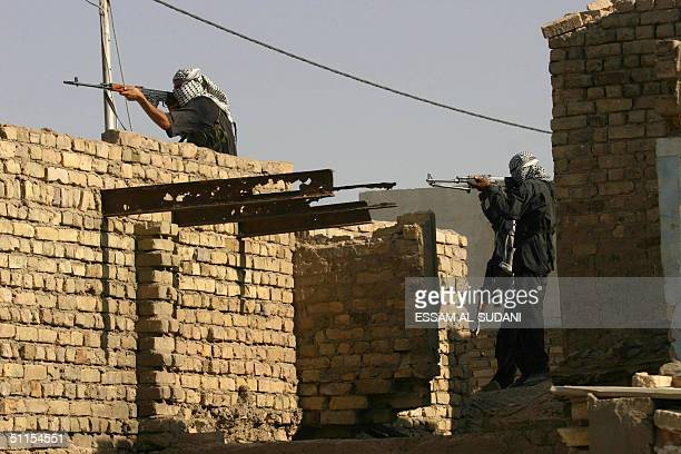 Militiamen loyal to radical Iraqi Shiite Muslim cleric Moqtada Sadr take position on the roof of a building in the southern ity of Amara 09 August...