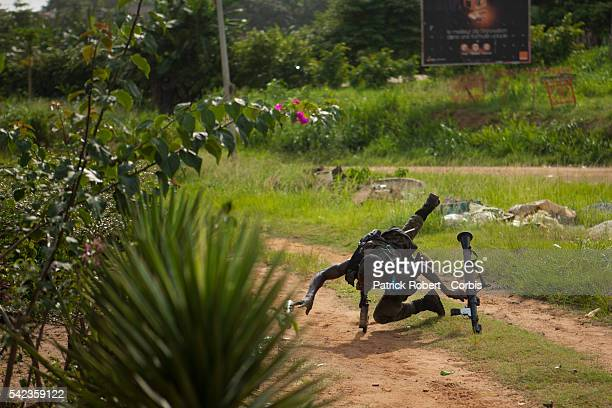Militiamen loyal to the President Ouattara are attempting to attack the compound of Laurent Gbagbo in Cocody facing a fierce resistence they won't...