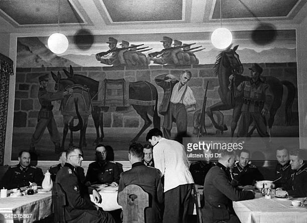 Militär Wehrmacht KasernenIm Offizierskasino eines Gebirgsjägerregiments in Oberammergau Bayern IH das Wandbild 'Aufbruch der Jäger'März 1940