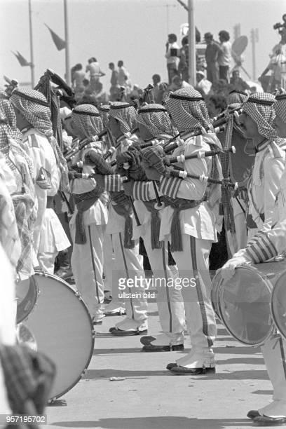 Militärmusiker mit Dudelsack bei einer Militärparade der libyschen Streitkräfte in Bengasi im September 1979 anlässlich des 10 Jahrestages des...