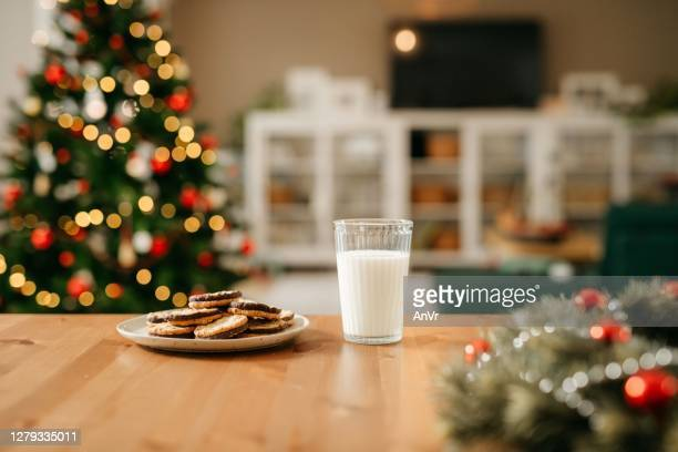 milk and cookies for santa claus - kitchen worktop stock pictures, royalty-free photos & images