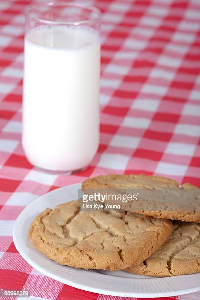 milk and cookies snack - idaho dairy stock photos and pictures