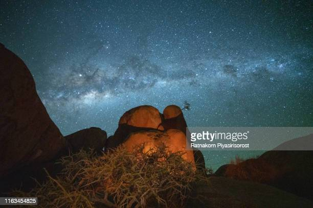 milky way and rock arch at the spitzkoppe, namibia - night safari stock pictures, royalty-free photos & images