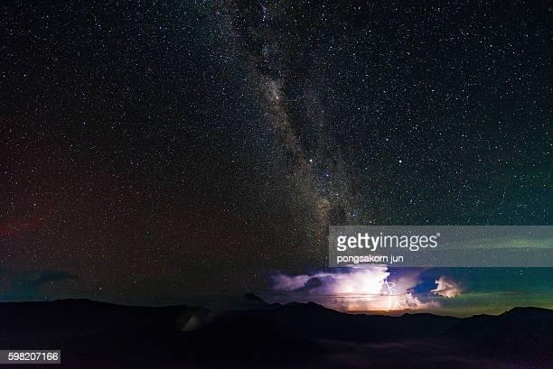 milky way and star trail over bromo mountain at night, indonesia - televisão de alta definição - fotografias e filmes do acervo