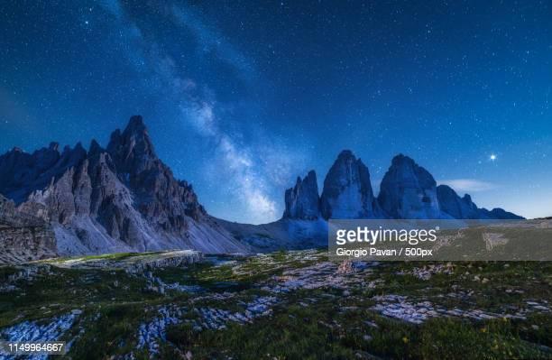 milky way at three peaks - ドロミーティ ストックフォトと画像
