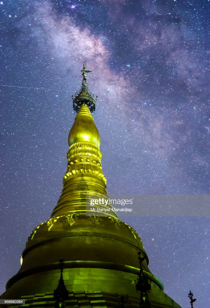 Milky Way Galaxy Over Shwedagon Pagoda : Stock-Foto