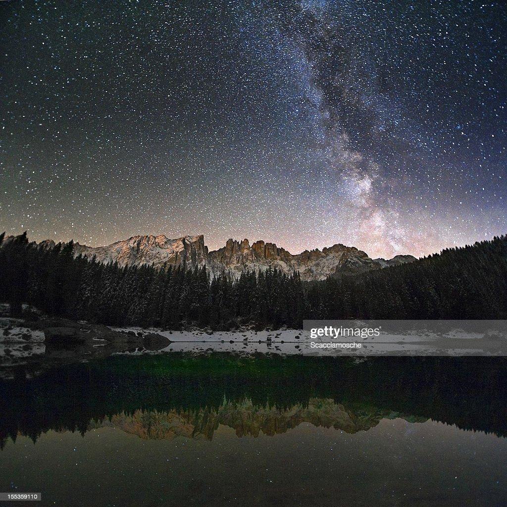 La Via Lattea sulle Alpi : Foto stock