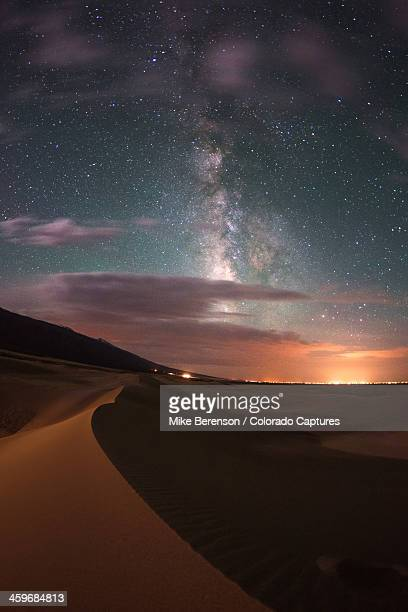 milky way nightscape from great sand dunes nationa - great sand dunes national park stock pictures, royalty-free photos & images