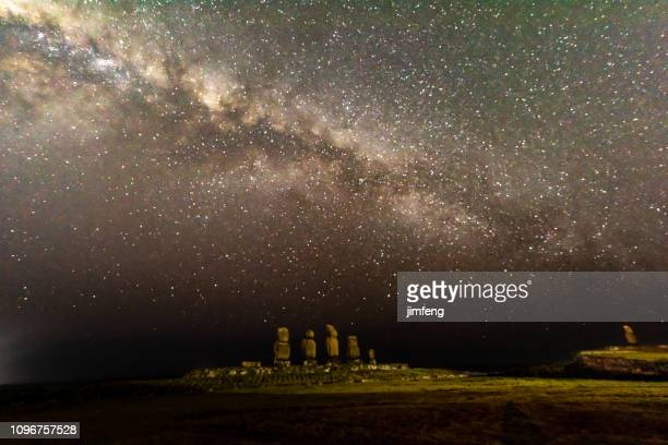 milky way on easter lsland - ancient history stock pictures, royalty-free photos & images