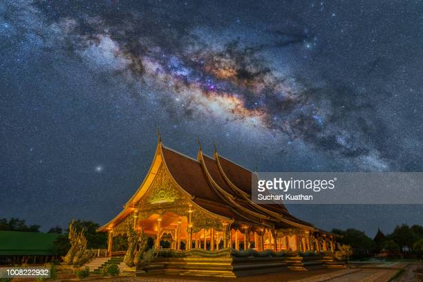 milky way over beautiful temple, sirindhorn wararam temple (wat phu prao), thailand. - phosphorescence stock pictures, royalty-free photos & images
