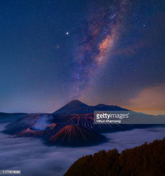 milky way over bromo mount in bromo tengger semeru national park, east java, - bromo tengger semeru national park stock pictures, royalty-free photos & images