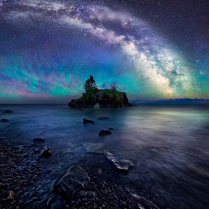 Milky Way Over Hollow Rock - gettyimageskorea