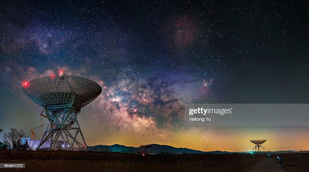 Milky way over huge radio telescopes : Stock Photo