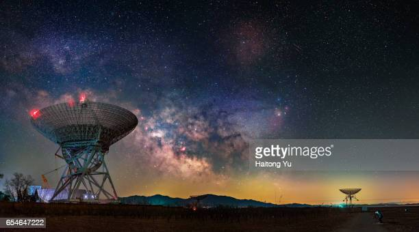 milky way over huge radio telescopes - space exploration stock pictures, royalty-free photos & images