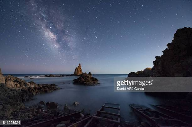 milky way over mediterranean sea - andaluzia - fotografias e filmes do acervo