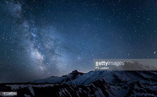 milky way over mount rainier - leckert stock pictures, royalty-free photos & images