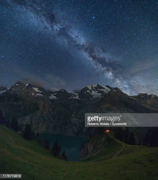 milky way over oeschinensee lake, bernese oberland, switzerland - swiss alps stock pictures, royalty-free photos & images