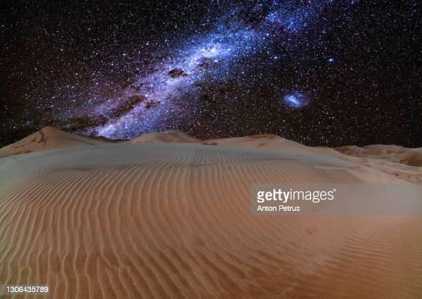 milky way over sand dunes in the desert. namib desert - ナミブ砂漠 ストックフォトと画像