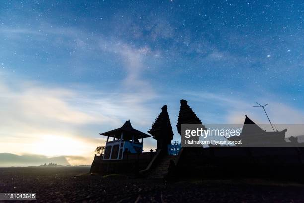 milky way over temple at bromo mountain java, indonesia - bromo tengger semeru national park stock pictures, royalty-free photos & images