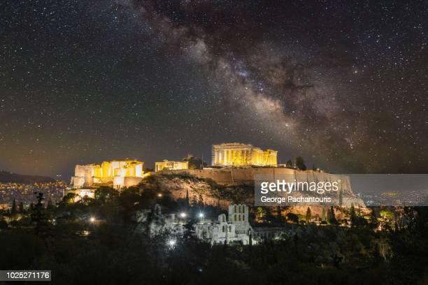 milky way over the acropolis of athens, greece - パルテノン神殿 ストックフォトと画像