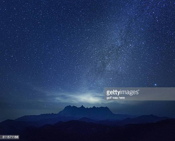milky way over the montain - celebrities stock-fotos und bilder