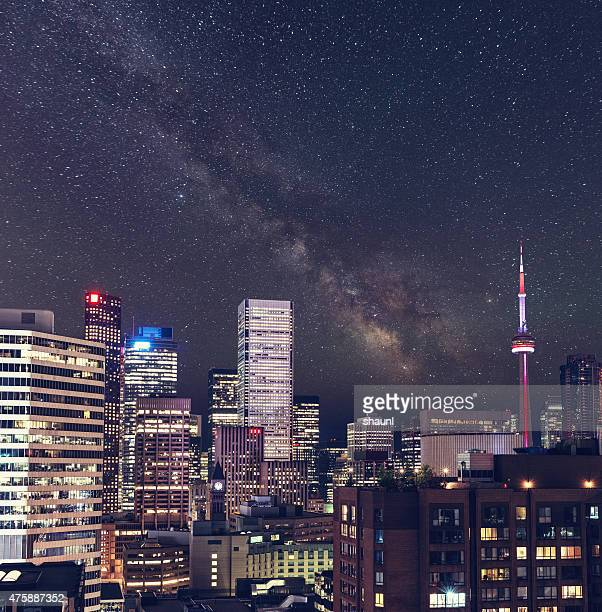 milky way over toronto - cn tower stock pictures, royalty-free photos & images