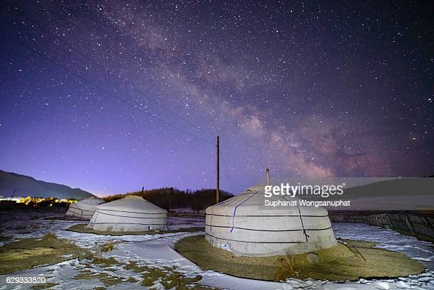 milky way over yurt in the winter the gobi desert, mongolia - モンゴル ストックフォトと画像