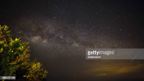milky way - shaifulzamri stock pictures, royalty-free photos & images