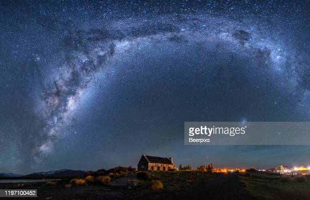 milky way rising above church of good shepherd, tekapo, new zealand. - south stock pictures, royalty-free photos & images