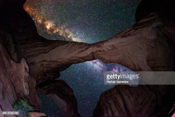 milky way under the double arch - double arch stock pictures, royalty-free photos & images