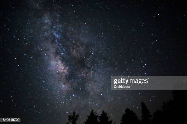 milkyway over great smoky mountains - costellazione foto e immagini stock