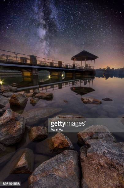 milkyway over lower pierce reservoir - azrin az stock pictures, royalty-free photos & images
