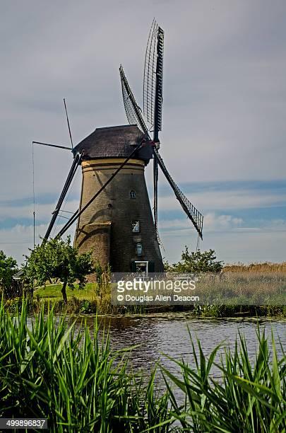 mill network at kinderdijk-elshout - キンデルダイク ストックフォトと画像