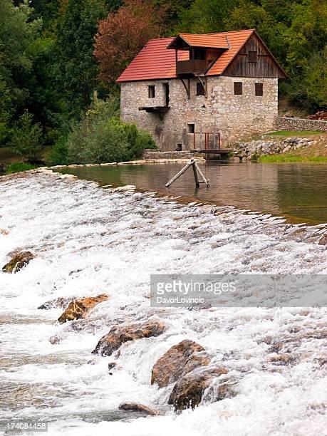 mill com rapids - rio kupa - fotografias e filmes do acervo