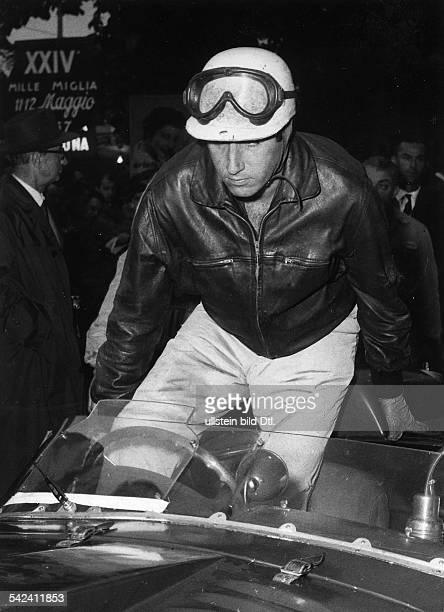 XXIV Mille Miglia von Brescia nach RomDer Spanier Alfonso de Portago der später denTod fand am Start 1957