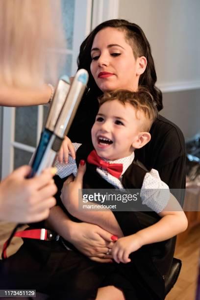 """millenial vrouw klaar voor haar bruiloft. - """"martine doucet"""" or martinedoucet stockfoto's en -beelden"""
