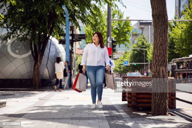 millennial out for shopping in seoul - south korea - chubby asian woman stock pictures, royalty-free photos & images