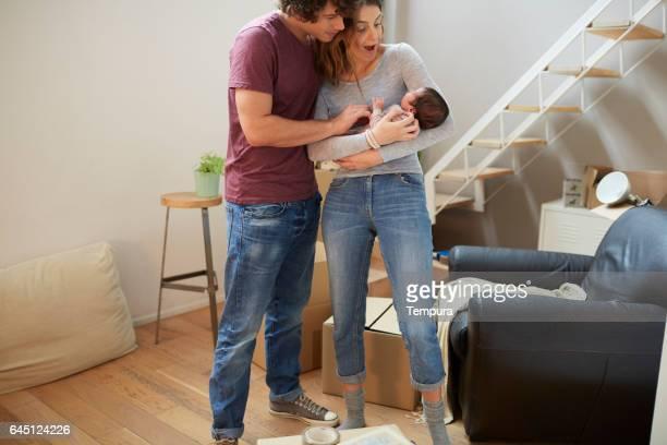 千年の両親は新しいアパートに移動します。