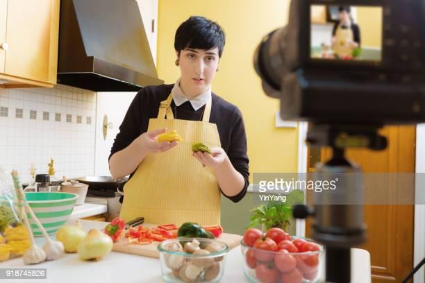 Millénaire Vlogging vidéo Blogging cuisson tutoriel démonstration de cuisine à domicile