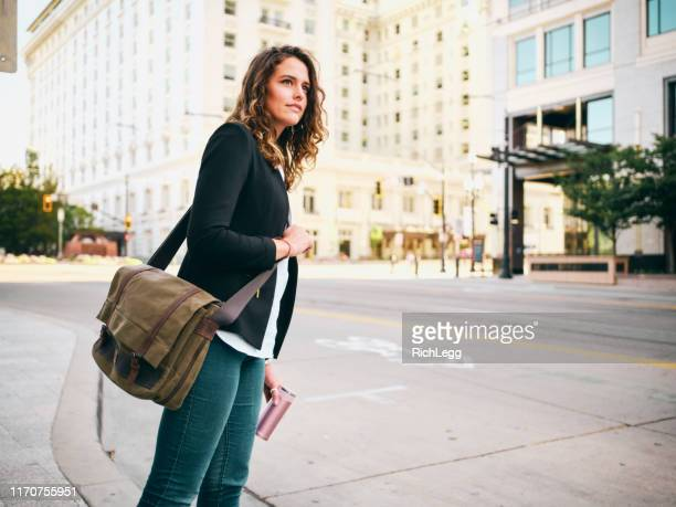 millennial woman in urban city environment - crossbody bag stock pictures, royalty-free photos & images