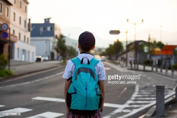 millennials and a child take a trip in nikko_japan - bambino di età scolare foto e immagini stock