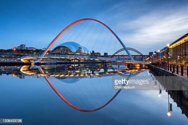 millennium bridge and tyne bridge at dusk on the river tyne, newcastle upon tyne, england, uk - newcastle upon tyne stock pictures, royalty-free photos & images