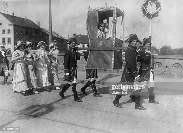 participants of the pageant dressed up in costumes of the Napoleonic era the lady in the palanquin personates medieval countess Hedwig of Hesse 27...