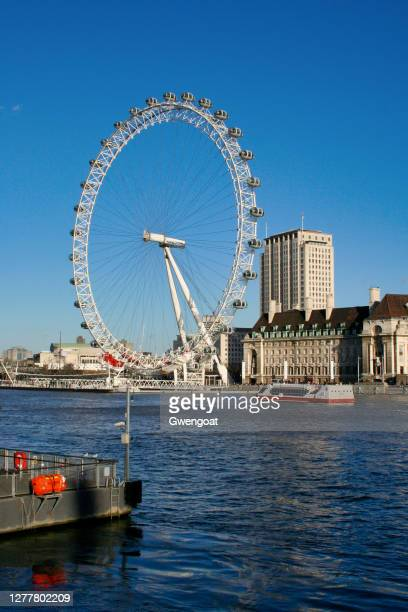 millennium wheel in london - gwengoat stock pictures, royalty-free photos & images